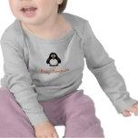 Pinguim bonito do bebê dos desenhos animados com n camisetas