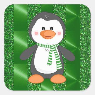 Pinguim bonito do inverno com etiquetas do Natal