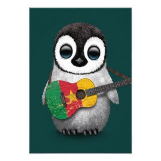 Pinguim do bebê que joga a cerceta da guitarra da convites