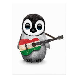 Pinguim do bebê que joga a guitarra húngara da cartões postais