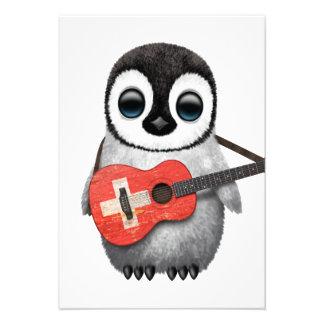 Pinguim do bebê que joga a guitarra suíça da convites