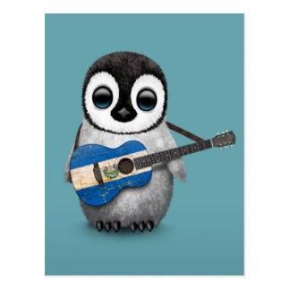 Pinguim do bebê que joga o azul da guitarra da cartao postal