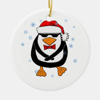 Pinguim do Natal da dança Ornamento De Cerâmica Redondo