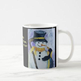 Pinguim e boneco de neve com a caneca da vara de