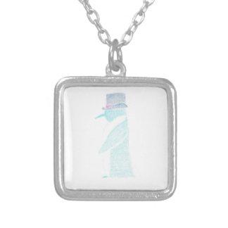 Pinguim em um chapéu alto colar banhado a prata