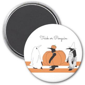 Pinguim engraçado bonito o Dia das Bruxas Ímã Redondo 7.62cm