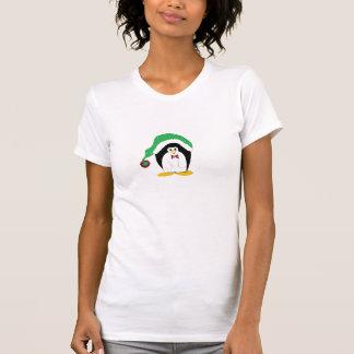 Pinguim legal em um chapéu verde de Christms Tshirt