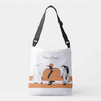 Pinguim lunático o Dia das Bruxas personalizado Bolsas Carteiro