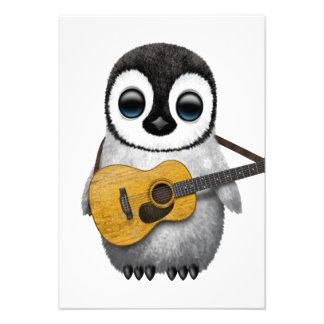 Pinguim musical do bebê que joga a guitarra convite personalizado