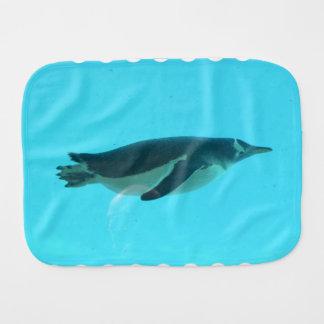 Pinguim subaquático paninho de boca