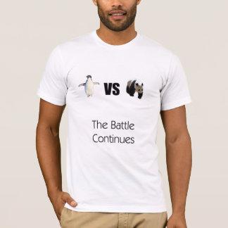 Pinguins contra a camisa que das pandas a batalha