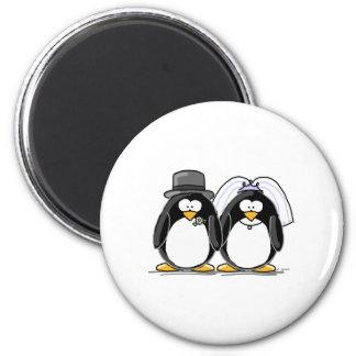 Pinguins dos noivos ímã redondo 5.08cm