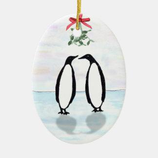 Pinguins e ornamento do feriado do visco
