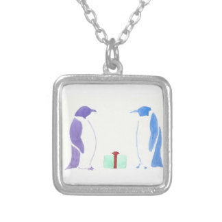 Pinguins que dão presentes colar banhado a prata