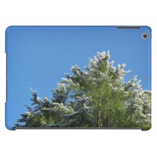 pinheiro Neve-derrubado no céu azul Capa Para iPad Air