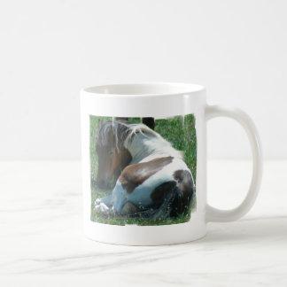 Pinte o copo de café de descanso do pônei canecas