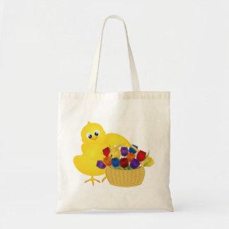 Pintinho da páscoa com a cesta do saco das tulipas bolsa para compras