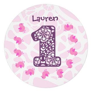 Pintinhos cor-de-rosa bonitos do primeiro aniversa convite personalizados