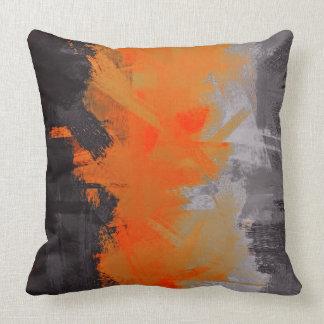 Pintura alaranjada preta do abstrato das cinzas almofada