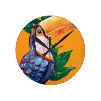 Pintura bonita do pássaro de Toucan Relógio Redondo