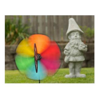 Pinwheel e cartão do gnomo do jardim