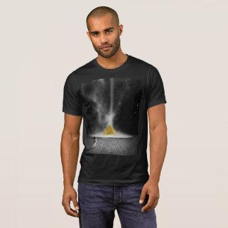 Pirâmide do espaço com astronauta camiseta