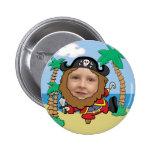 Pirata engraçado modelo cortado da cara boton