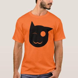 Pisc a camisa do gato preto