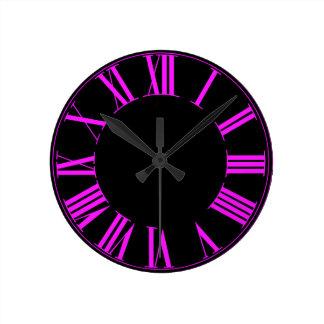 PixDezines Numeros romano cor-de-rosa fluorescente Relógios Para Pendurar