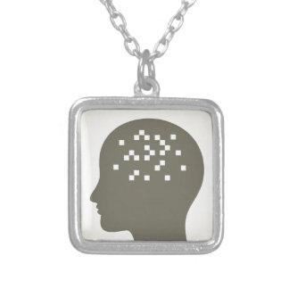 Pixel em uma cabeça colar banhado a prata