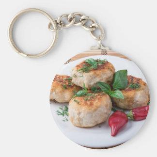Placa com a galinha triturada meatballs fritada chaveiro