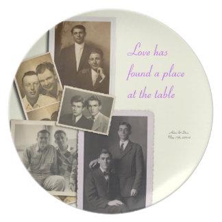 Placa do aniversário de casamento com retratos do  pratos de festas