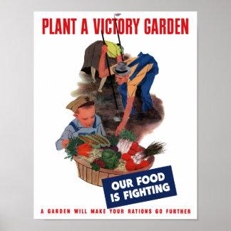Plante um jardim de vitória -- Nossa comida está l Poster
