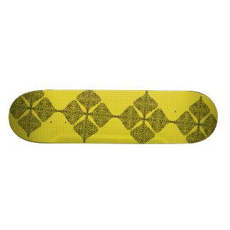 Plataforma amarela preta do skate do tatuagem
