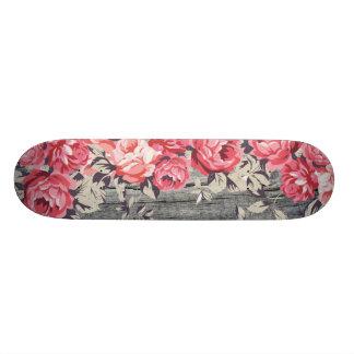 Plataforma cor-de-rosa do skate dos rosas