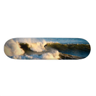 Plataforma do skate do surf da água fria