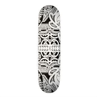 Plataforma tribal do skate do tatuagem no estilo