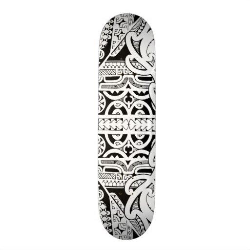 Plataforma tribal do skate do tatuagem no estilo d
