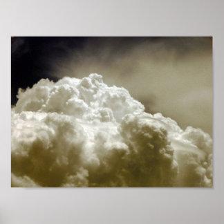 Poderoso e epopeia nubla-se o poster