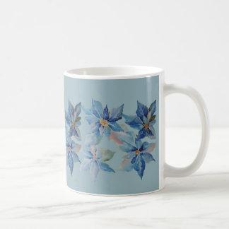 Poinsétias azuis para os feriados caneca de café