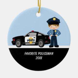 Polícia adorável com o ornamento do carro de