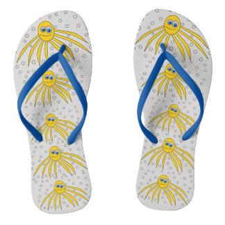 Polvo amarelos bonitos que nadam chinelos do
