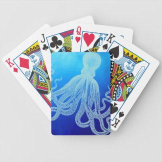 Polvo gigante do vintage no oceano azul profundo carta de baralho