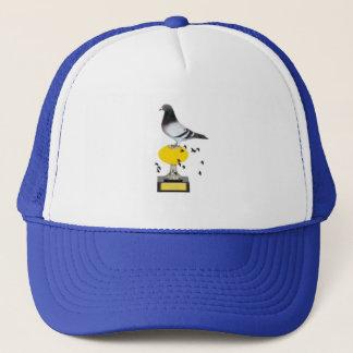 pombo no troféu com ovo dourado boné