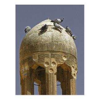 Pombos em um cartão do minarete
