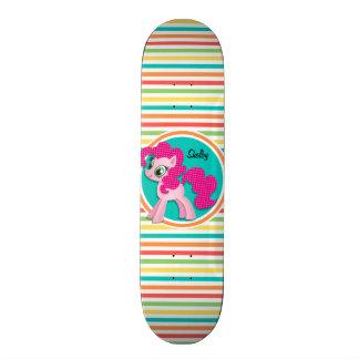 Pônei cor-de-rosa; Listras brilhantes do arco-íris Shape De Skate 20cm