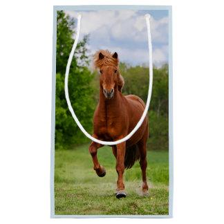 Pônei islandês em amantes engraçados de um cavalo sacola para presentes pequena