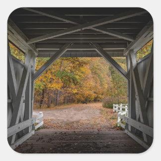 Ponte coberta da estrada de Everatt Adesivo Quadrado