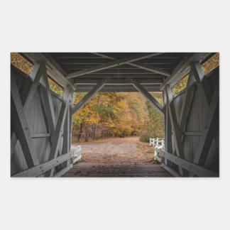 Ponte coberta da estrada de Everatt Adesivo Retangular