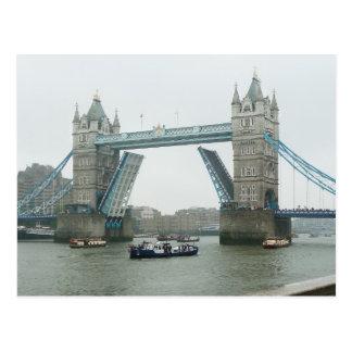 Ponte da torre e a representação histórica do rio cartão postal